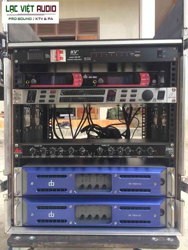 Các thiết bị được bắt gọn trong tủ rack