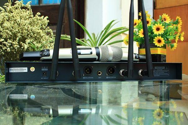Micro DB UK-968 sử dụng 4 râu phát sóng cực xa
